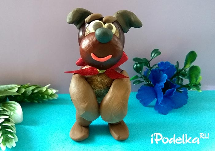 Собака из каштанов и пластилина своими руками