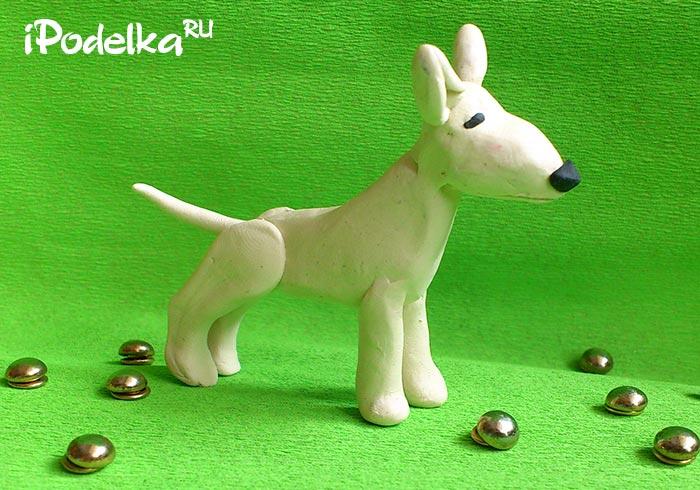 Собака бультерьер из пластилина