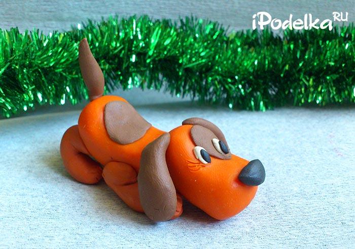 Оранжевая собака к Новому году из пластилина