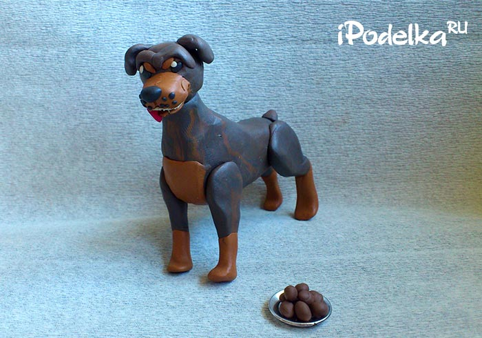 Собака ротвейлер из пластилина