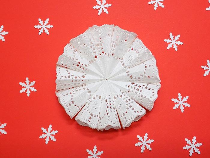 Снежинка из ажурных салфеток