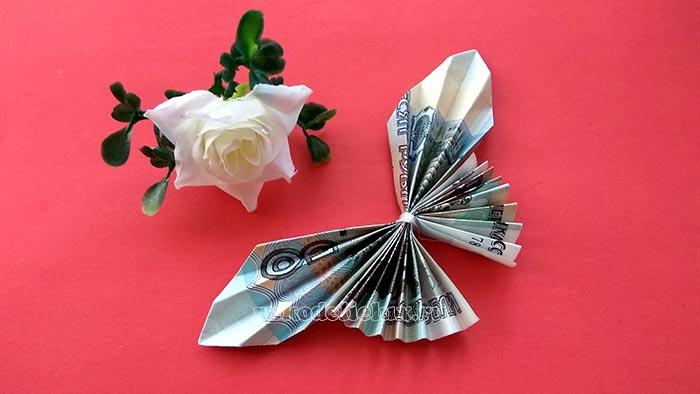 Как сделать бабочку оригами из бумажной купюры