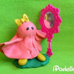 Розовое привидение из пластилина на Хэллоуин