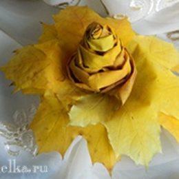 Осенняя роза из кленовых листьев